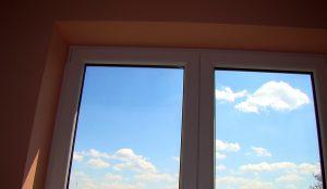 okno z chmurkami 1